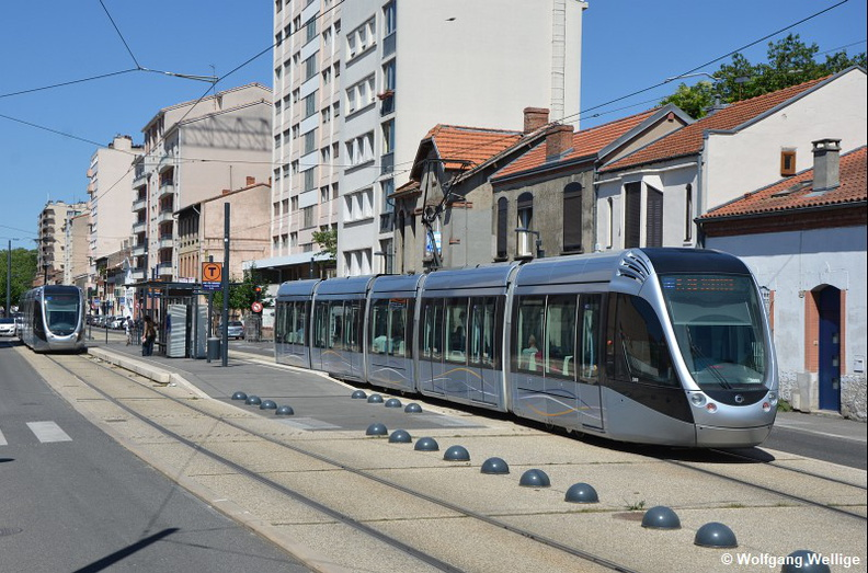 Tramway-Toulouse-Tram-5009-2016-07-15-Avenue_Muret_Marcel_Cavaille.jpg